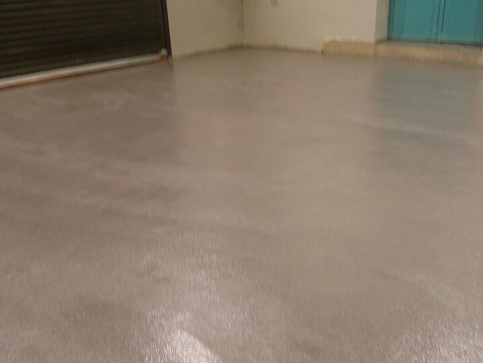 Reparatur des Bodens in der Halle